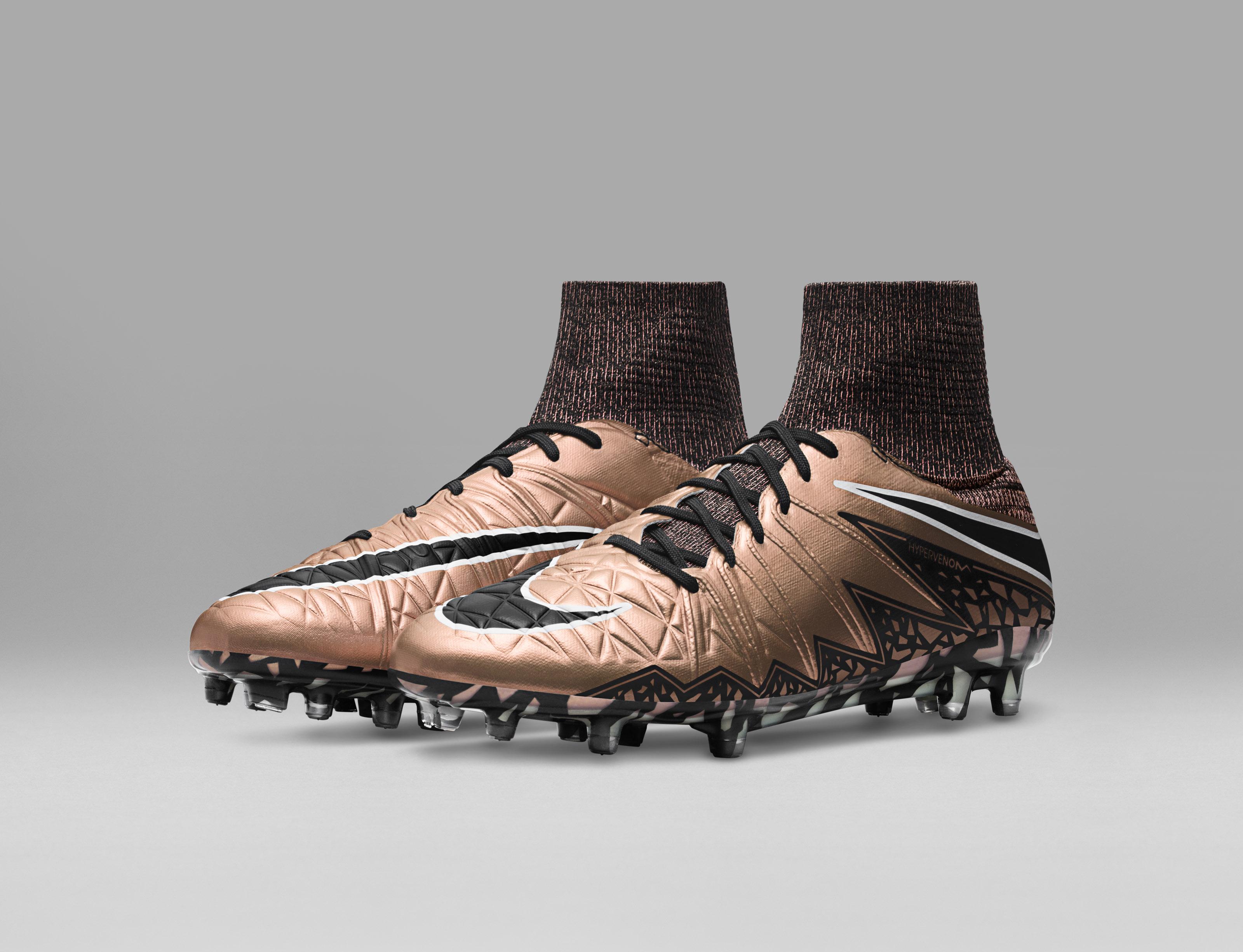 Nike_Football_LIQUID_CHROME_HYPERVENOM_PHANTOM_FG_747213_903_E_original