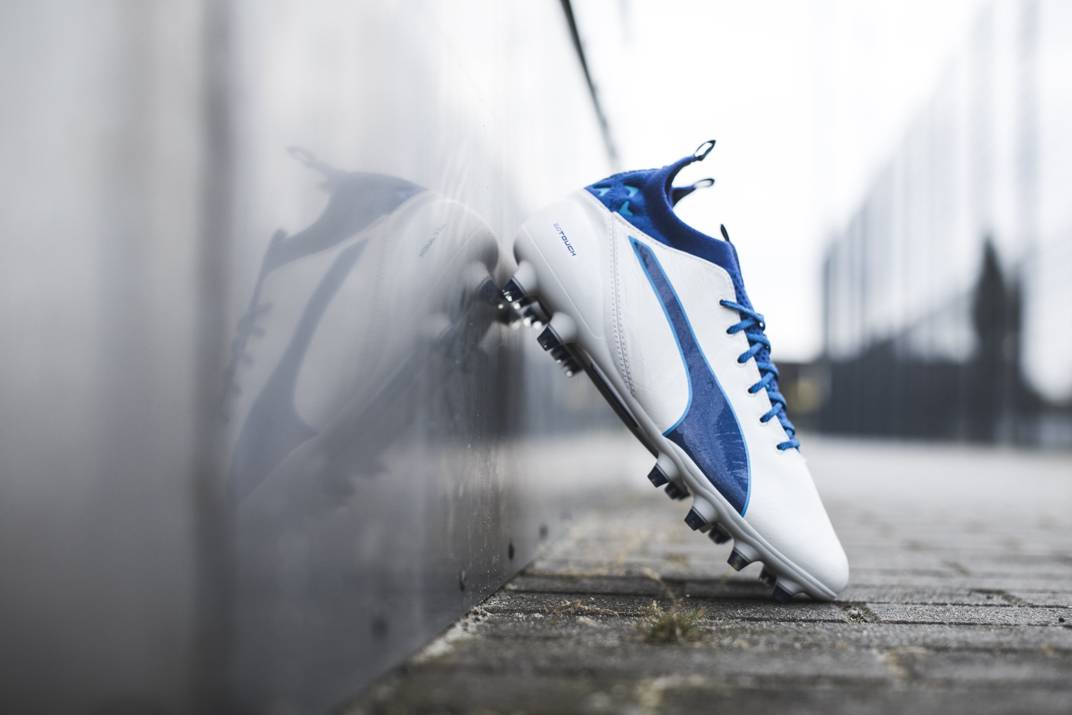 puma-unveils-latest-evotouch-in-striking-new-colourway_environment_1